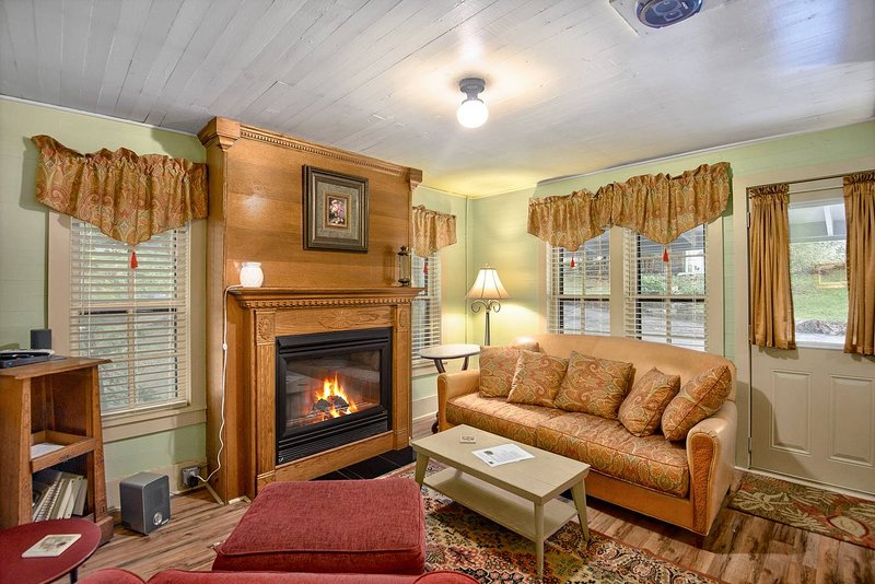 Lookout 'Caretakers' Cottage, vacation rental in Holiday Island