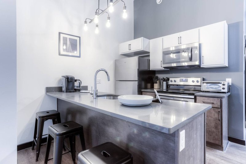 Downtown 1BR Apartment Next to Public Transit by Mint House