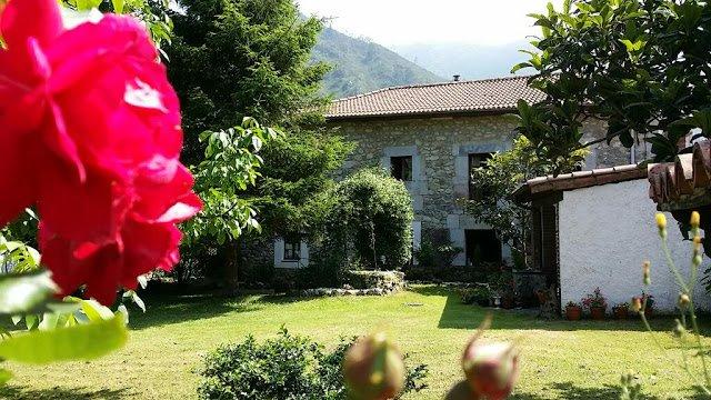 Casa Rural La Cuevona a 5km de Ribadesella y playas en Picos de Europa, 4-20 pax, alquiler de vacaciones en Ribadesella