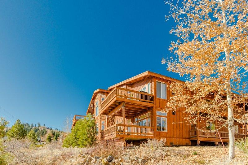 Entire Bottom Floor, 3 Bed 2 Bath Condo, Walk to Tahoe Donner Downhill Ski Area
