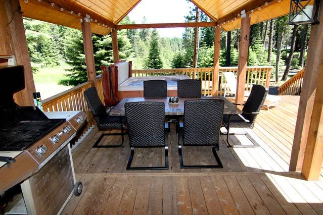 #33 The Cabins at Hyatt Lake - Sleeps 6 - Hot Tub, holiday rental in Ashland