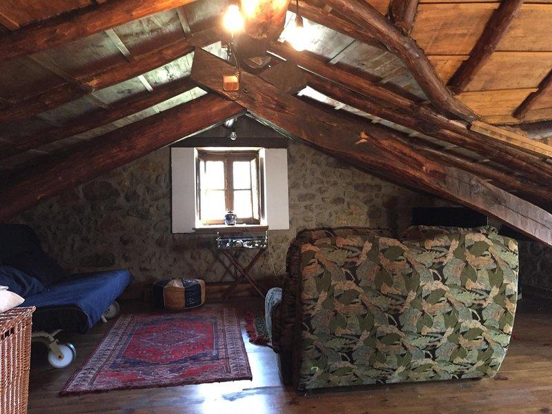 Disfruta Asturias en casa de aldea con buhardilla típica, holiday rental in Felechosa