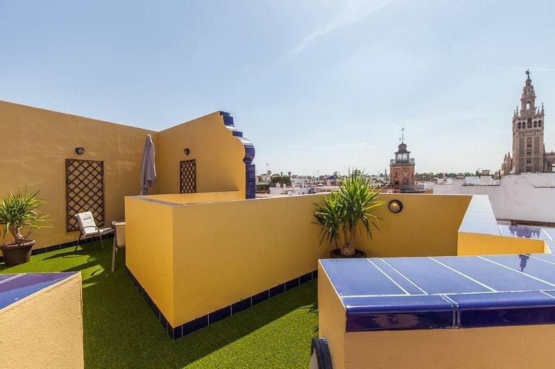 Green-Apartments Giralda:2 Bedroom Deluxe con terraza, holiday rental in La Campana