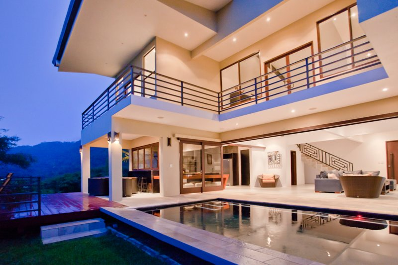 Honour House - Luxury 4 bedroom home in Dominical, vacation rental in Dominical