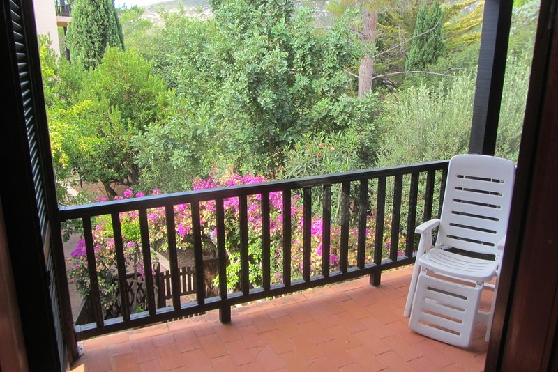 Ampio Appartamento immerso nel verde, holiday rental in Tramariglio