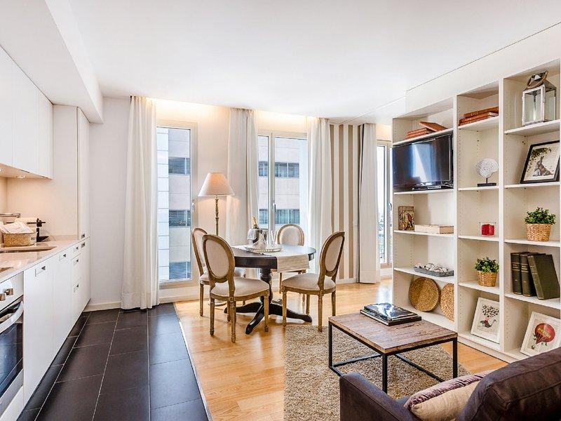 UD Rambla Suites & Pool 61C (1BR) Suite, vacation rental in Barcelona