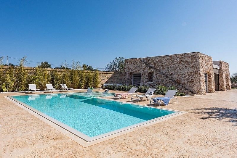 Corsano Villa Sleeps 8 with Pool Air Con and WiFi - 5753807, vacation rental in Corsano