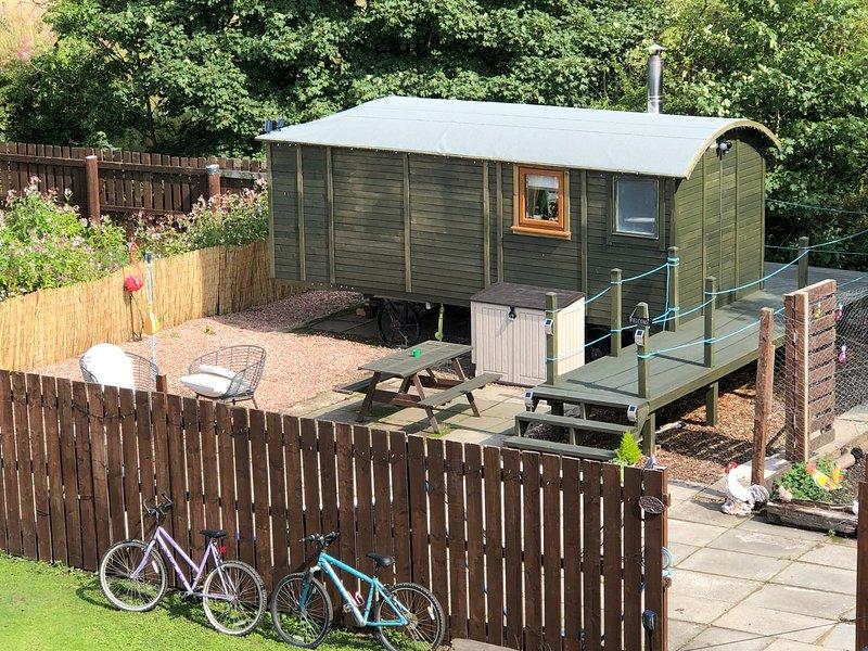 ❤️❤️Your cosy romantic unique hideaway shepherds hut with hot tub near Glasgow ❤️❤️, location de vacances à Airdrie
