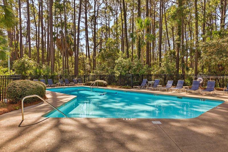 Acceso a la piscina comunitaria se proporciona.