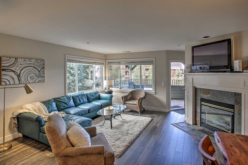 Explore the scenic city of Harrison from this spacious vacation rental condo!