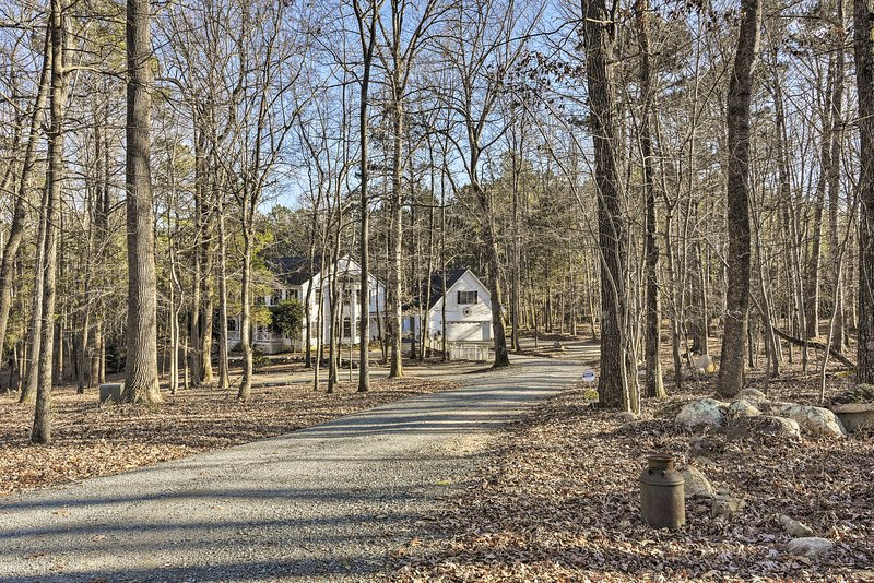 An enchanting getaway for up to 4 awaits at 'Emmett South Cottage!'