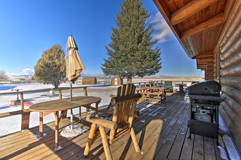 Dillon Log Home w/ Hot Tub by Beaverhead & Hiking!, holiday rental in Dillon