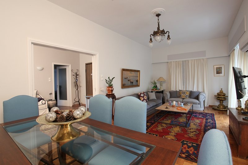 Stylish flat by the beach of Edem, holiday rental in Paleo Faliro