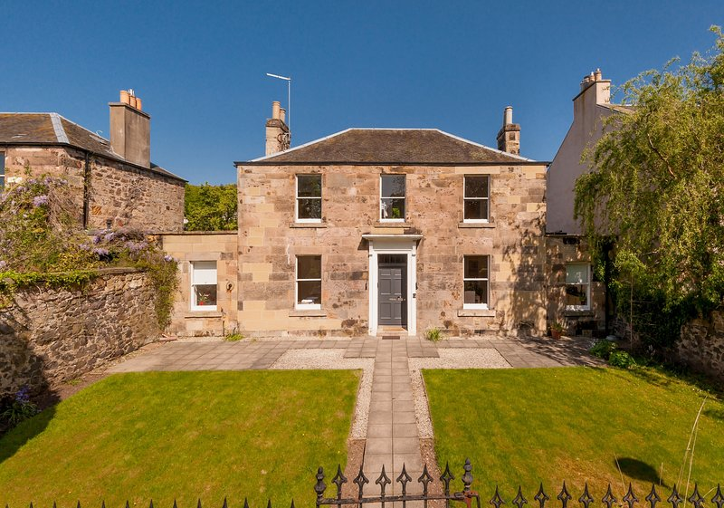 The Lochside House Residence, holiday rental in Danderhall
