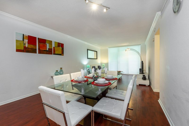 Miami - Hollywood Beach at Tides 2nd fl. 4 guests, holiday rental in Hallandale Beach