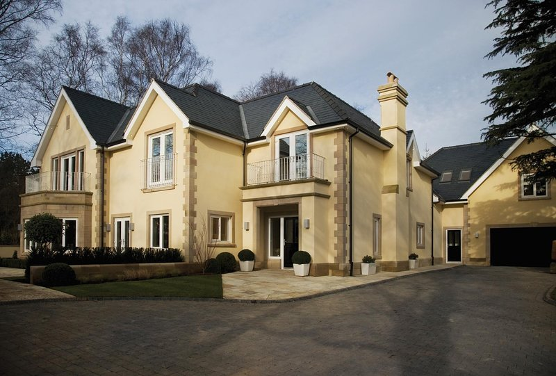 NEW Luxury 5BD Mansion with Indoor Pool Cheshire, holiday rental in Kerridge