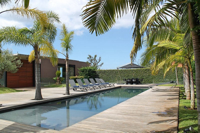 Elevator, heated pool, A/C, state of the art holiday property | SkyLounge, location de vacances à Funchal