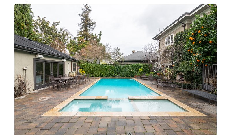 """Executive Home on """"The Avenue"""" Pool, Spa & Cabana *4 minute walk to Downown WG, location de vacances à Campbell"""