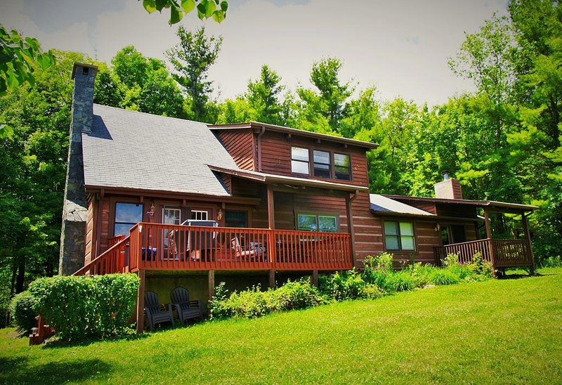 Serenity- Views,Game Room, Fire Pit, near Boone, Pet Friendly, Family Friendly,, holiday rental in Fleetwood