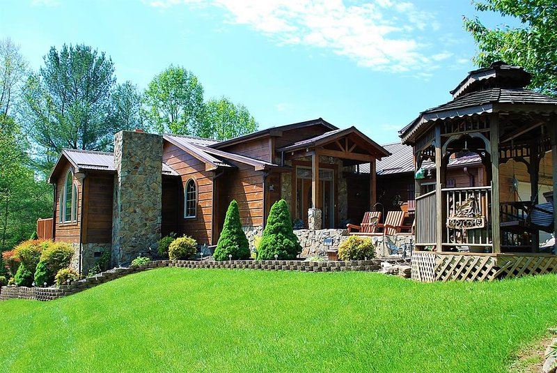 River Hill- River Access, Pet Friendly, Pool Table, WIFI, Riverviews, Family Fri, holiday rental in Grassy Creek