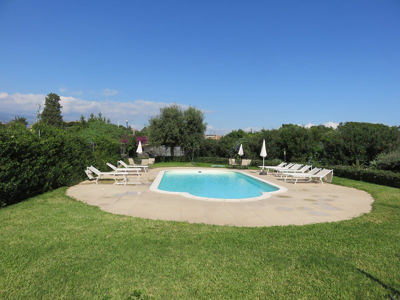 Apartment with swimming pool and garden, holiday rental in Scillichenti