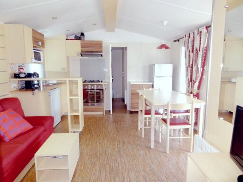 Beautiful bungalow with shared pool, vacation rental in Gastes