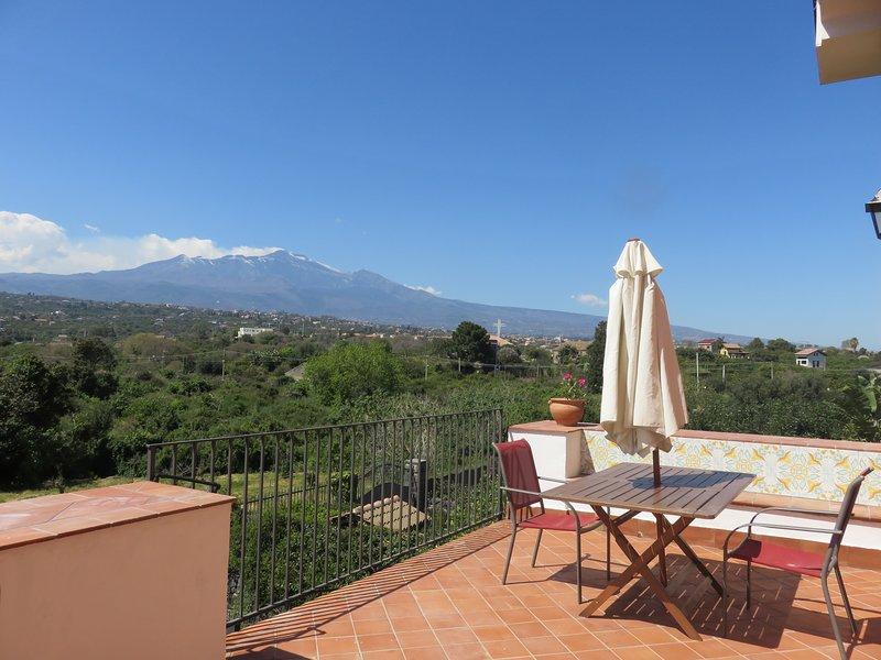 Three rooms Etna and sea view,garden, pool,wi-fi, vacation rental in Villa Petrosa