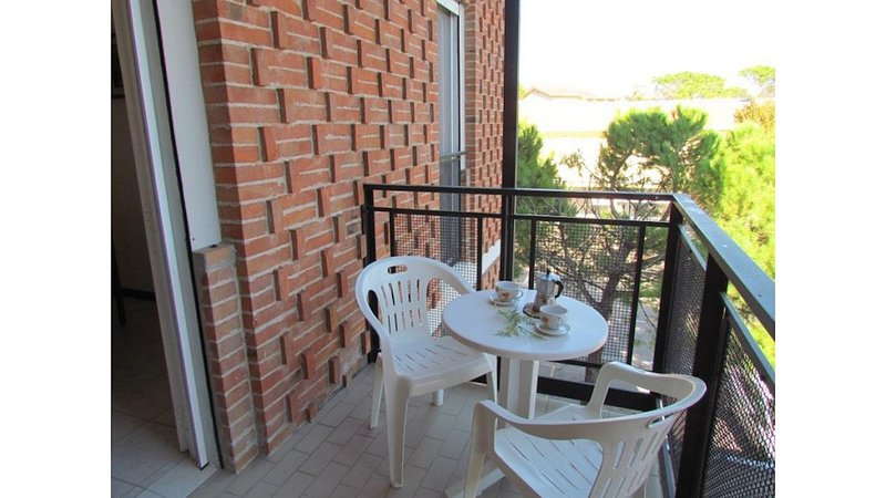 Cosy Apartment with terrace in great location, vakantiewoning in Bibione Pineda