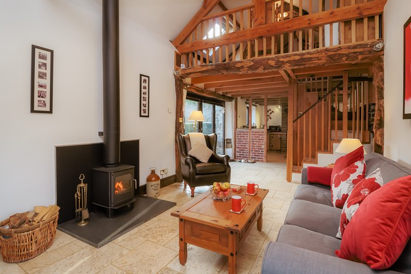 Dreamcatcher. Detached Cottage. Underfloor Heating. Pets Welcome. Short Breaks, holiday rental in Okehampton