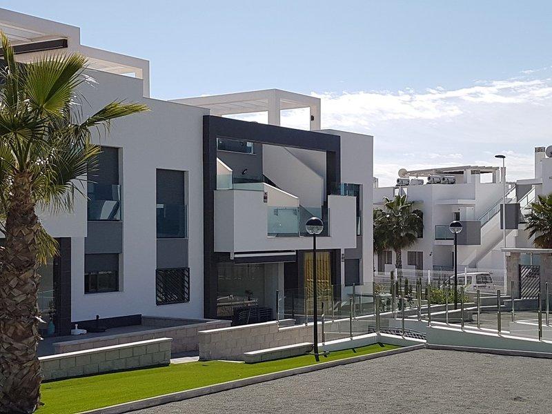 Oasis Beach IX stunning new apartment, holiday rental in Punta Prima