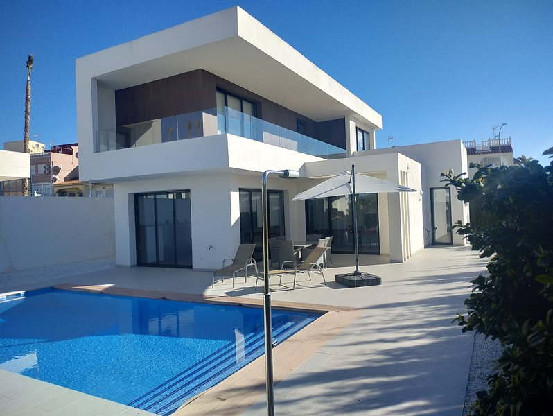 Luxury Villa La Marina with private pool, holiday rental in Catral