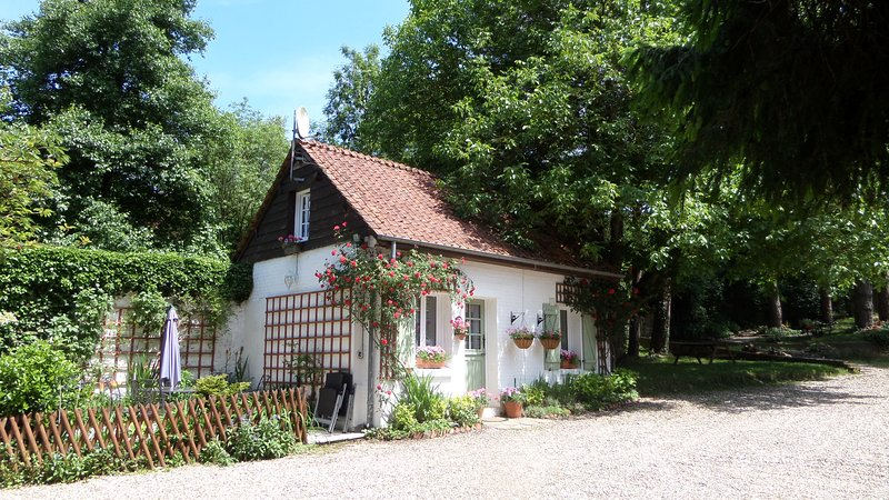 Primrose Cottage, Pretty  Detached Holiday Cottage, Close to town of Hesdin., holiday rental in Vieil-Hesdin