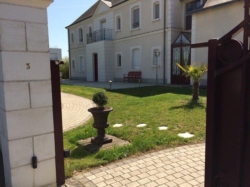 La VILLA BOLERO est une demeure d'exception., holiday rental in La Membrolle-sur-Choisille
