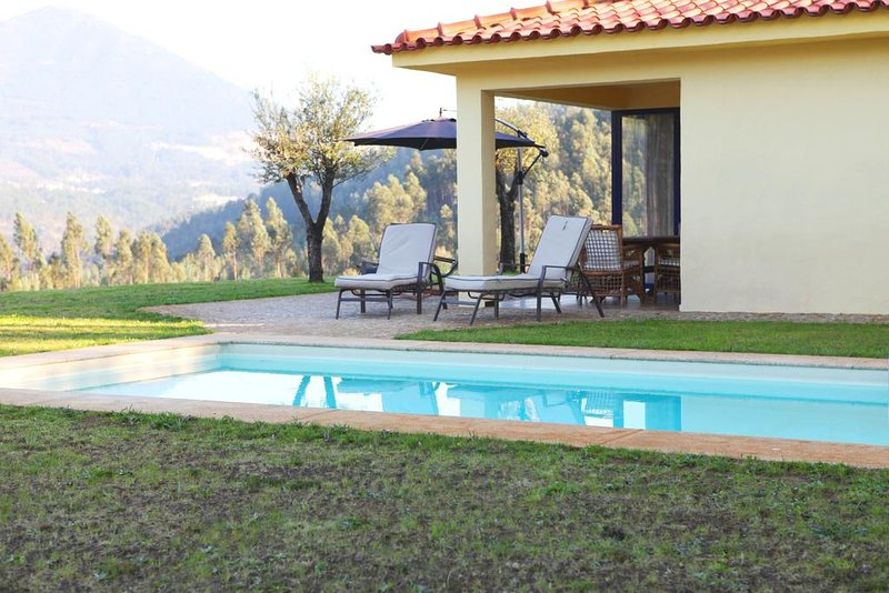 Prunus White Villa, Cabeceiras de Basto, Braga, holiday rental in Cerva