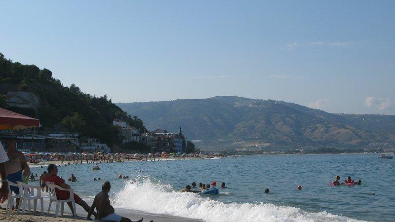 Soverato - Appartamento In Tourist Village, Posizione Eccellente!!, location de vacances à Montepaone Lido