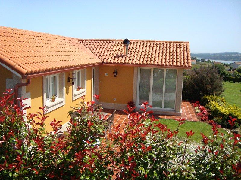 Casa Caduleira (Casas Cuncheiro) en Costa da Morte, holiday rental in Neano