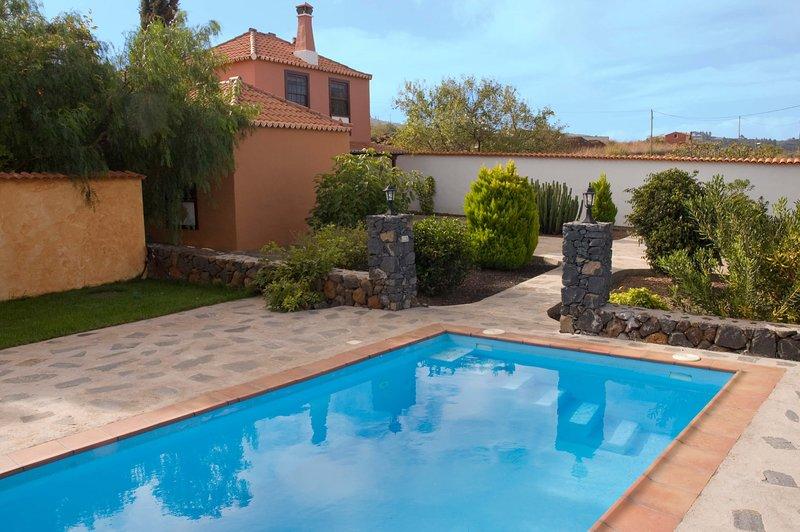 House - 2 Bedrooms with Pool and WiFi - 106871, aluguéis de temporada em Garafia