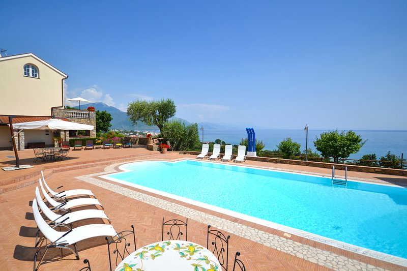 Timpone Villa Sleeps 14 with Pool and Air Con - 5582390, vacation rental in Vibonati