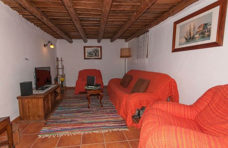 House - 2 Bedrooms with WiFi - 106832, vacation rental in Santa Lucia