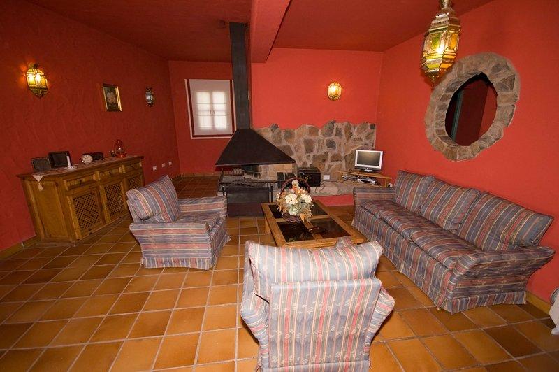 House - 4 Bedrooms with WiFi - 106827, holiday rental in El Burrero