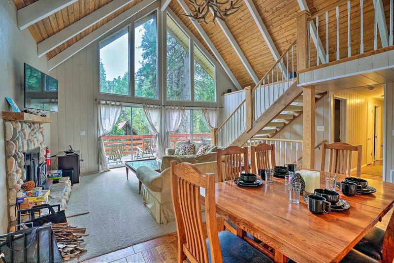Mtn Paradise w/Deck - 1 Mi to Lake Arrowhead!, holiday rental in Blue Jay