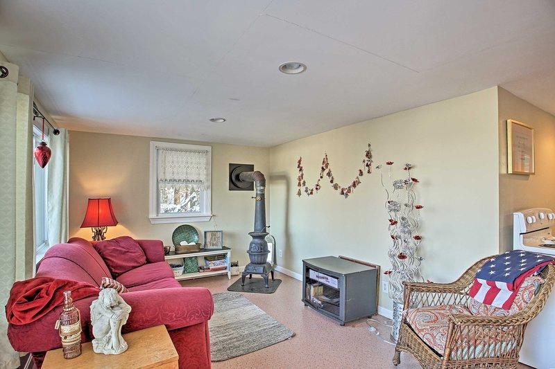 A cozy lakeside getaway awaits up to 6 guests at this Gilmanton vacation rental.