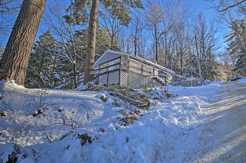 This Sawyer Lake cottages lies within walking distance of 6 swimming beaches.