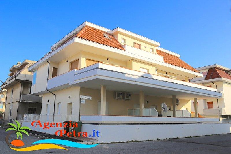 Appartamenti ELITE, vacation rental in Province of Teramo