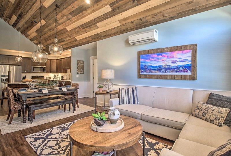 Lux Penthouse-Level Ski-In/Out Cranmore Mtn Condo!, location de vacances à Kearsarge
