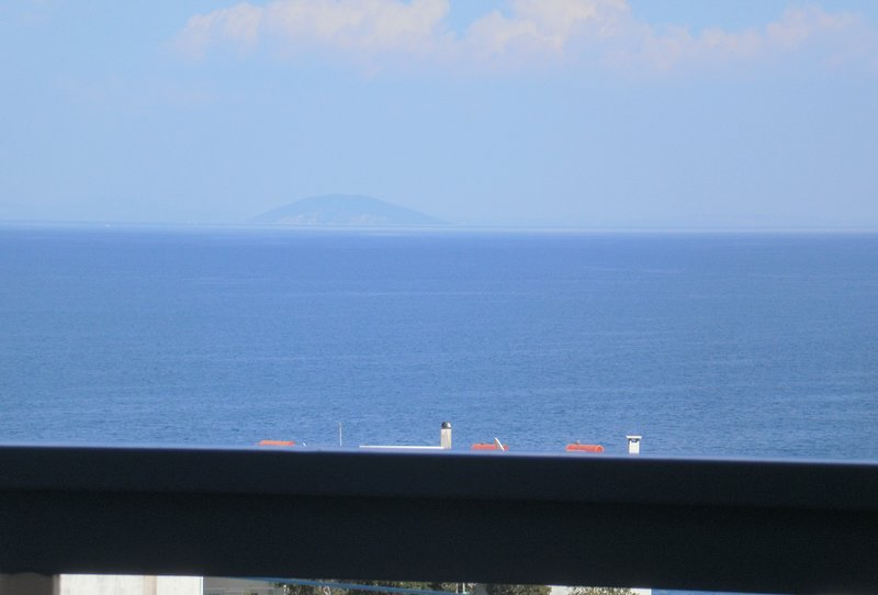 Seaview -2 space- Selfcatering apartment - Helen  No 2, vacation rental in Agios Andreas