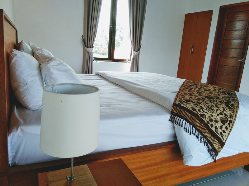 Blue Royal Amed/ Bedroom #3, vacation rental in Bunutan