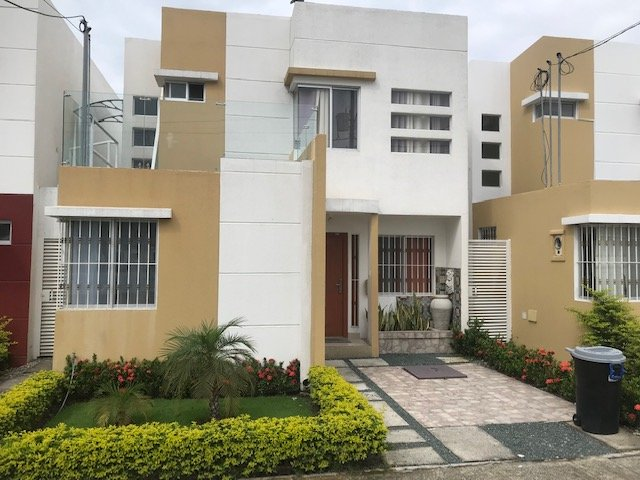 4 BDRM FURNISHED HOUSE FOR RENT SAMBORONDON, GUAYAQUIL, location de vacances à Samborondon