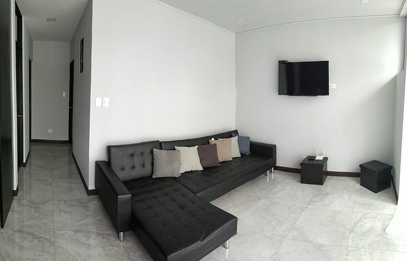 Nice Apartment 15minutes from Airport and 15min fom San José, Ferienwohnung in Heredia