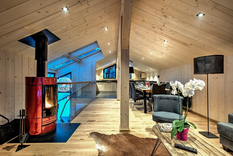 Chalet du Glacier: 3 bedroom chalet in the centre of Chamonix, sleeps 6., vacation rental in Chamonix